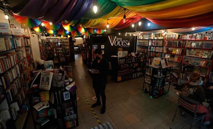 La icónica librería LGBT de CDMX celebra el orgullo tras superar la crisis