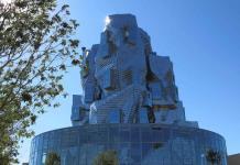 La nueva torre de Gehry brilla bajo el sol de Provenza