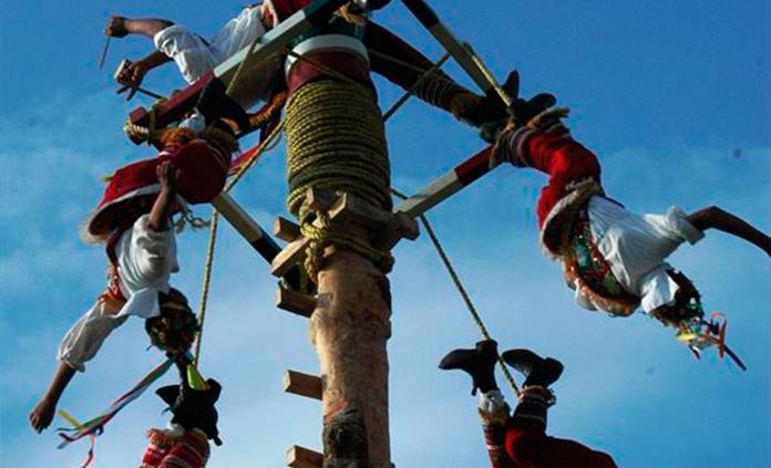 México defiende ritual de los voladores contra uso indebido por parte de empresa de préstamos