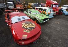 Autos de Cars a tamaño real devuelven ilusión a niños chilenos en pandemia