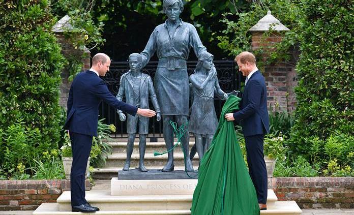 Guillermo y Enrique desvelan una estatua en honor a Diana de Gales
