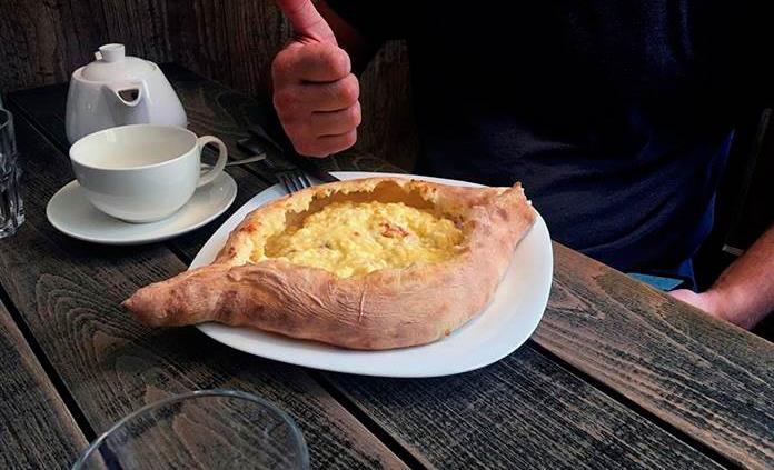 El jachapuri, el alimento esencial en el desayuno georgiano