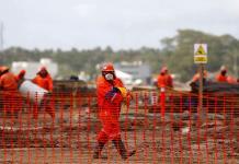 FMI pide a México posponer refinería y que privados generen electricidad
