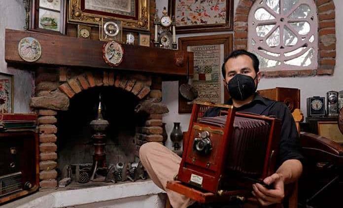 Un mexicano colecciona 3 mil cámaras fotográficas de todas las épocas