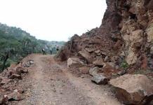 Retiran material que tapaba camino a Real de Maroma