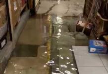 """Mercado """"Colón"""" continúa inundado"""
