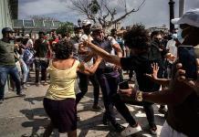 Congresistas de 6 países piden sancionar a cómplices de represión en Cuba