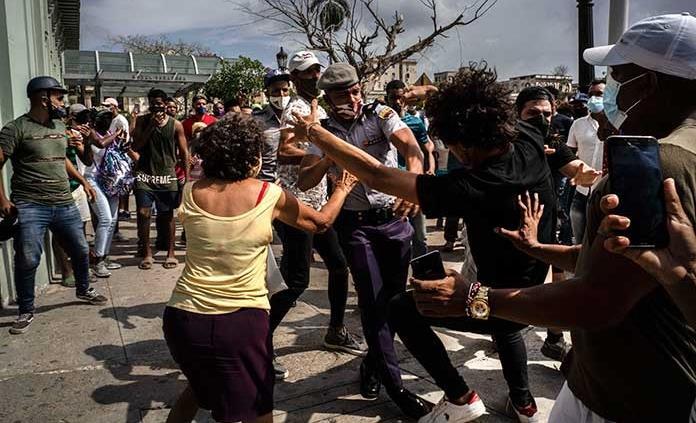 Silvio Rodríguez pide amnistía para los no violentos de protestas en Cuba