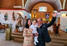 Julián recibe el sacramento del bautismo