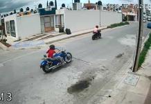Menores en moto causan temor en Los Morales