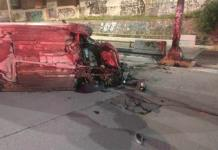 Automovilista sufre volcadura en el bulevar Río Santiago