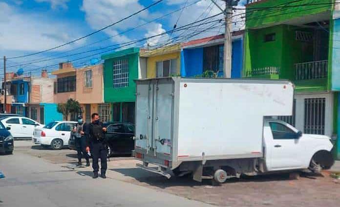 Localizan camioneta robada desvalijada en la Col. Hogares