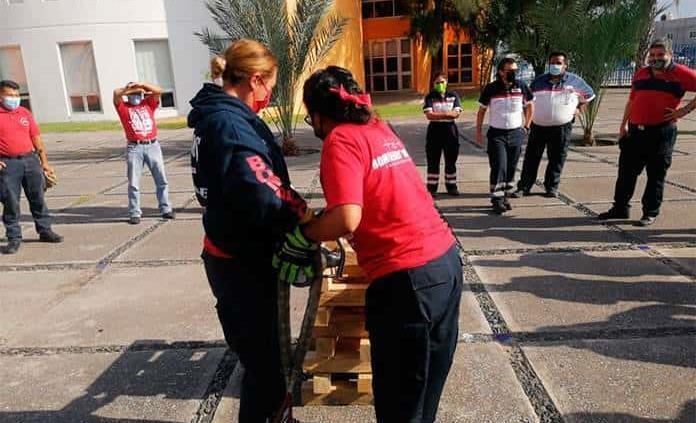 Ofrecen curso a paramédicos y los bomberos
