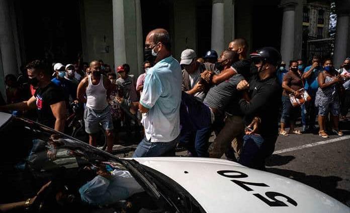 Documentan 537 detenidos desde las protestas en Cuba, entre ellos menores