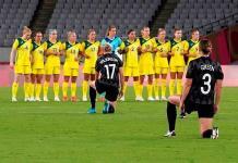 Protestas contra el racismo en la primera jornada de futbol femenino