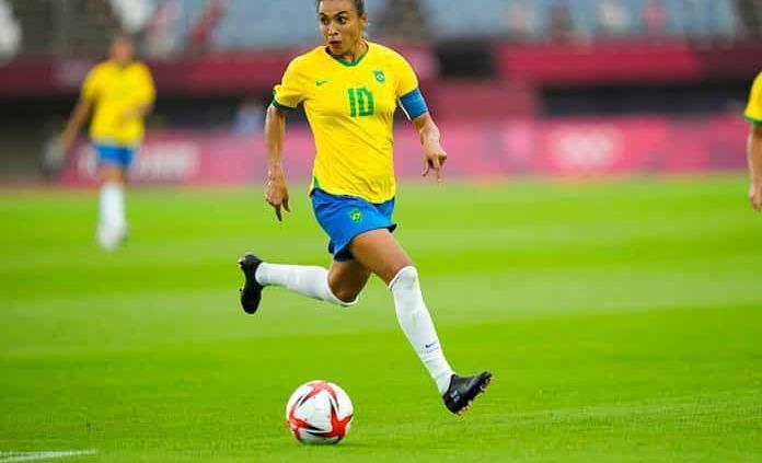 Pelé considera a Marta un ejemplo para millones de deportistas
