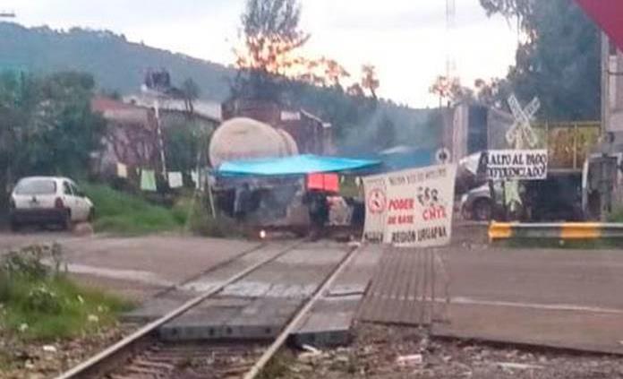 Ala radical del magisterio mantiene bloqueos en tren de Uruapan