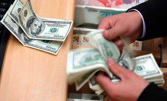 Dólar cierra semana en 21.25 pesos, su precio más caro desde marzo