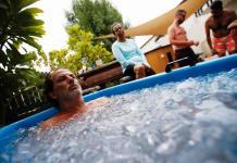 Baños de hielo para combatir el calor y el estrés en Dubái