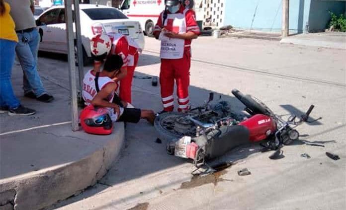 Conductor embiste a un motociclista en colonia Obrera de Ciudad Valles