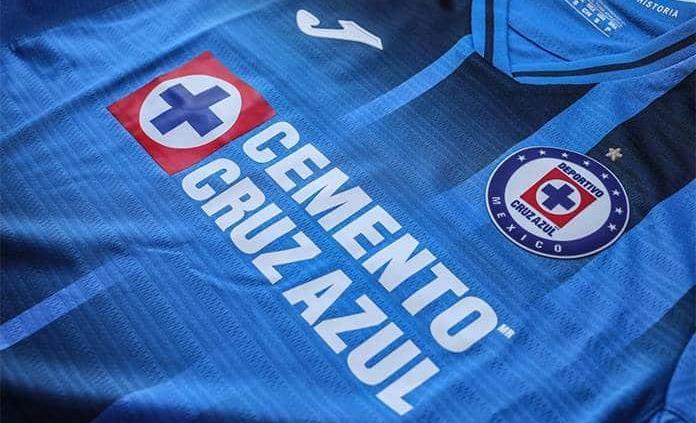Cruz Azul presenta nuevo uniforme; presume nueve estrellas