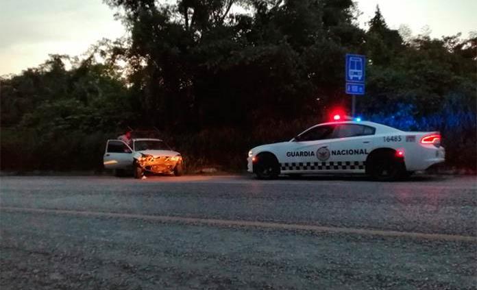Accidente vehicular sobre la carretera Valles-Tamazunchale deja sólo daños