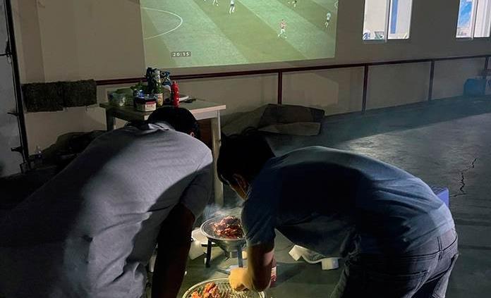 Dormir en la fábrica para que la pandemia no pare la producción en Vietnam