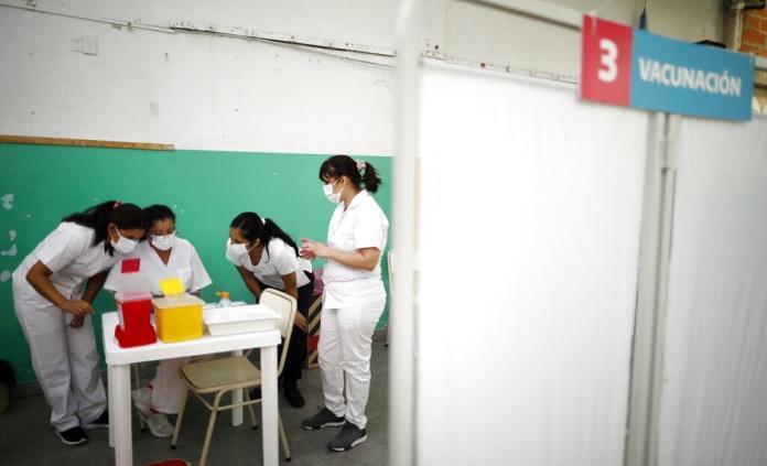 Argentina inmuniza 50% de población, pero se queja con Rusia