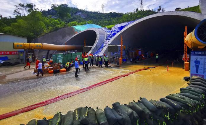 Hallan muertos a los 14 atrapados en túnel inundado en China