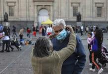 Chilenos y residentes vacunados podrán viajar al extranjero