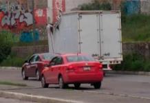 Impacta camioneta contra puente D. Carmona