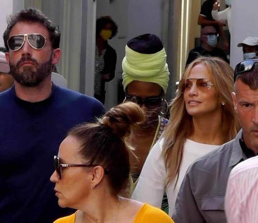 Jennifer Lopez y Ben Affleck pasean de la mano por la isla de Capri