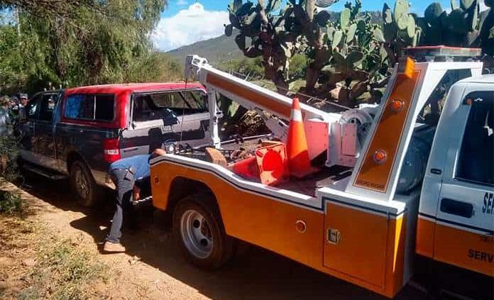Abandonan una camioneta baleada en Ahualulco