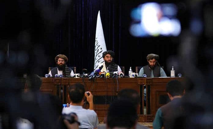 Los talibanes confiscan 12.3 millones de dólares a exfuncionarios afganos