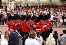El cambio de guardia regresa al palacio de Buckingham tras meses de pandemia (FOTOS)