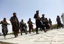 Los talibanes arrestan a decenas por atentados reivindicados por el EI
