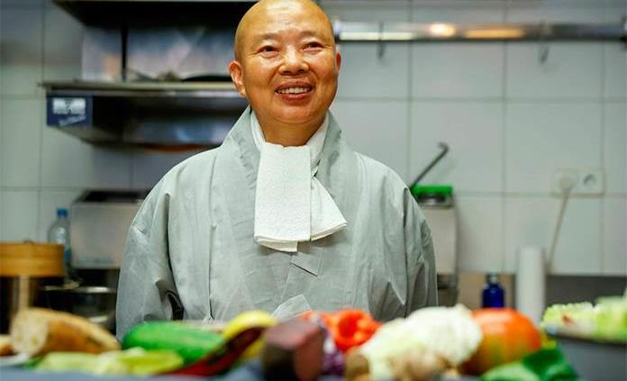 Jeong Kwan, la monja budista que enseña a salvar el planeta con su comida