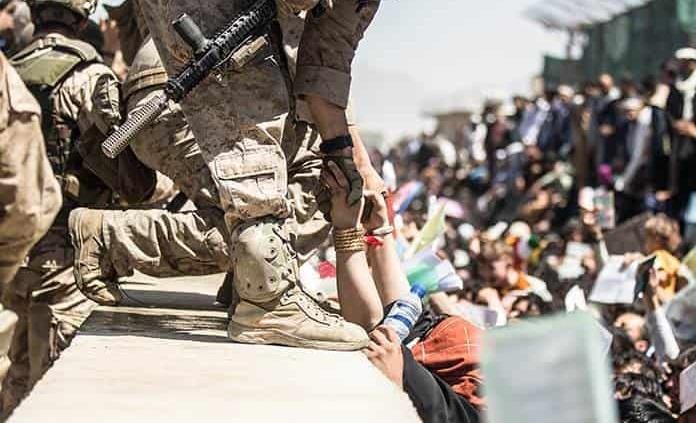 Senadores de EEUU critican la incompetente retirada de Afganistán