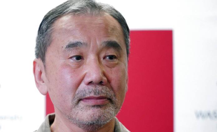 El escritor Murakami critica gestión de la pandemia en Japón