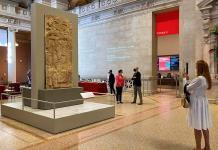 El Met de Nueva York celebra el arte maya con dos estelas de Guatemala en su entrada