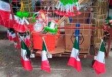 Ofertan los adornos patrios en  Rioverde