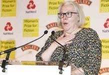 Novelista Susanna Clarke gana Premio Femenino de Ficción