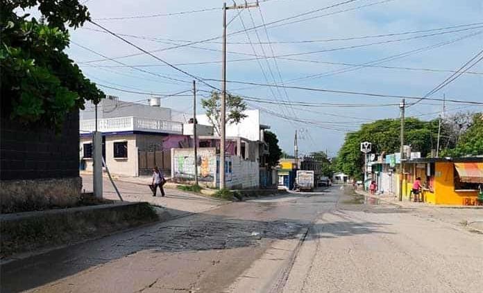 Denuncian fuga de agua en El Carmen