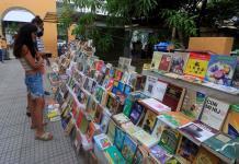 Libros a cambio de comida, la apuesta desesperada de libreros en Colombia