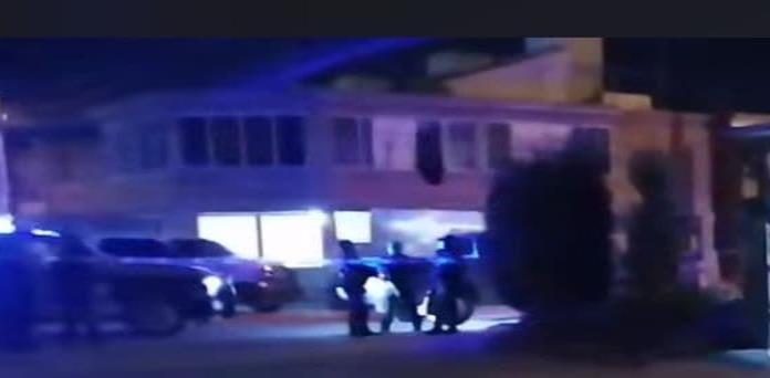Asesinan a un hombre dentro de una vivienda y lesionan a una mujer