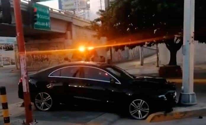 Aparatoso accidente en la avenida Muñoz