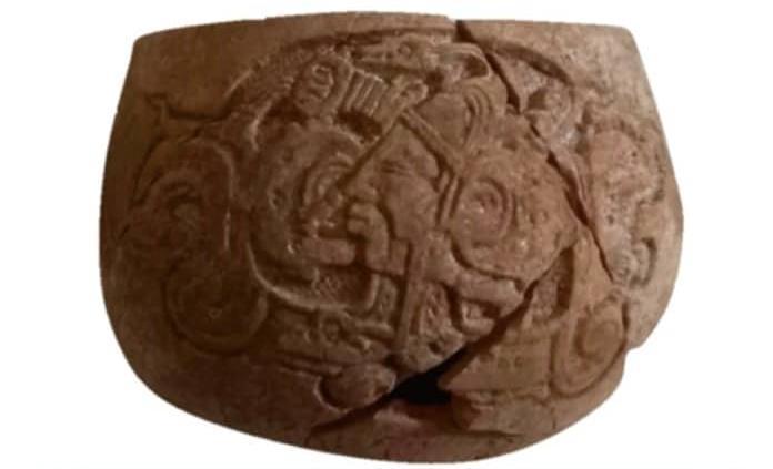 Descubren milenaria vasija con escritura jeroglífica, estilo Chocholá