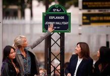 Una estatua y una explanada homenajean al rockero Johnny Hallyday en París