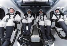 Cuatro turistas en el primer vuelo privado de SpaceX