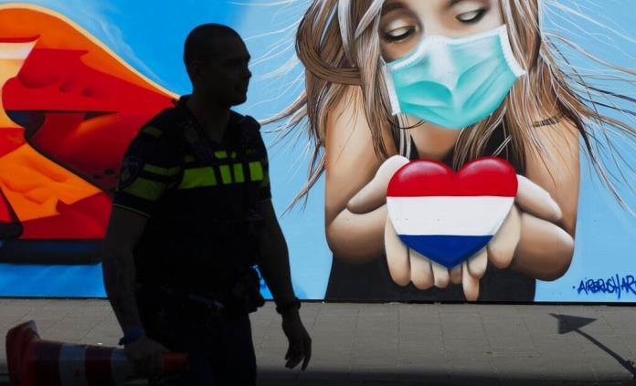 Recomiendan tercera vacuna COVID para algunos en Holanda